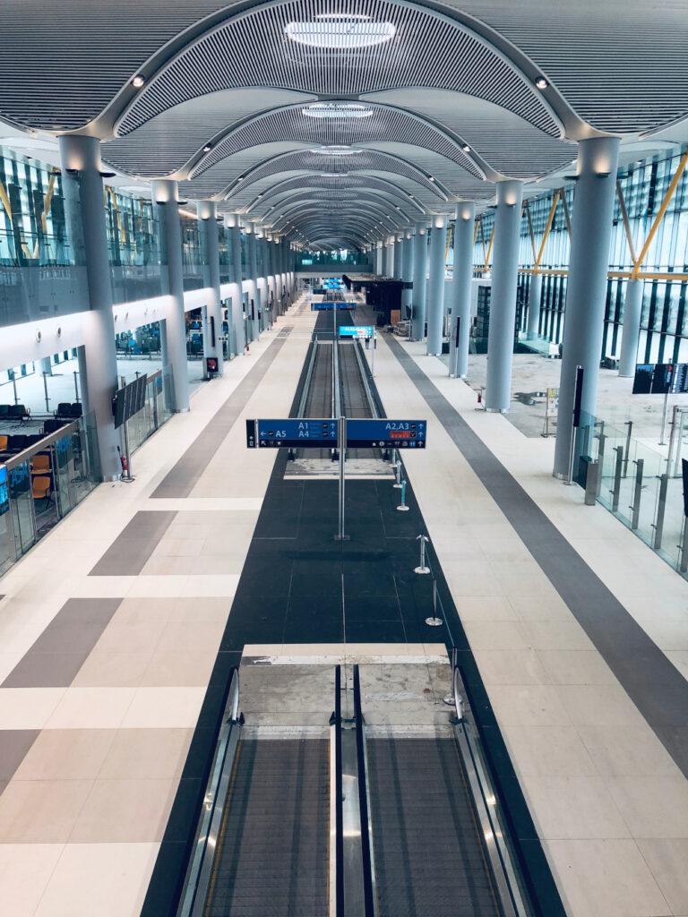 Schindler istanbul havalimanı asansör yürüyen merdiven 250319