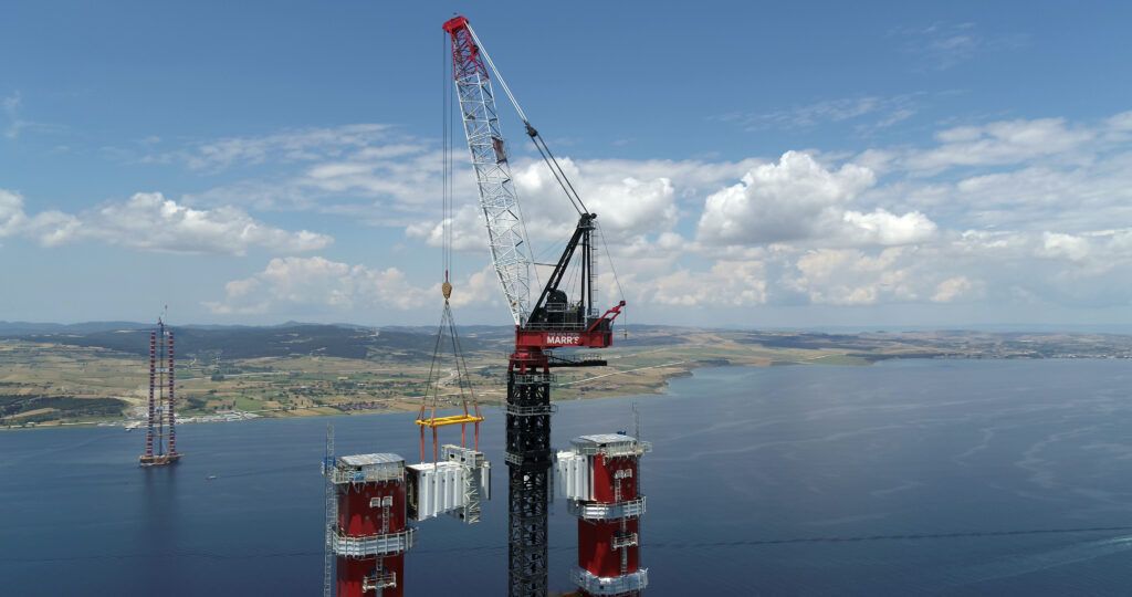 Marrs M2480 completing a record breaking 155t lift on construction of the 1915Canakkale Bridge