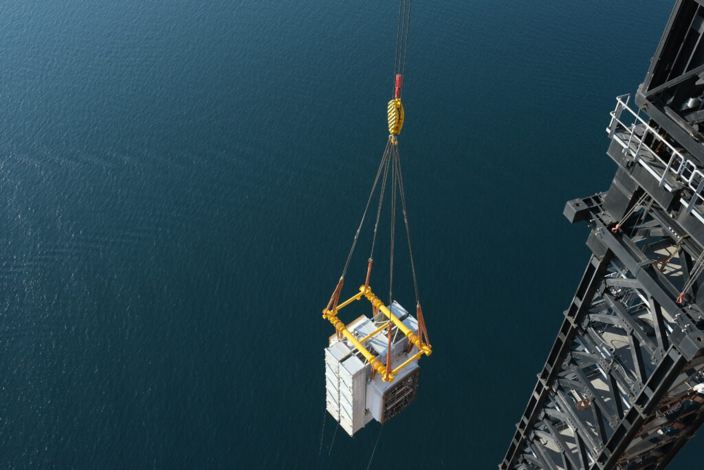 Marrs innovative approach allows heavy components weighing up to155t to be lifted to 318m in a single lift