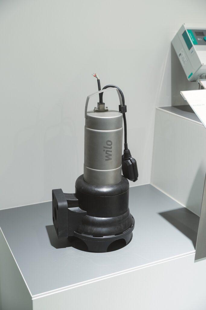 1620198607 WILO79487 Wilo Rexa UNI and Wilo Control EC Lift Detail Shot product picture